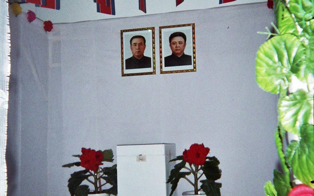 Kim Jong-ilin ja Vaclav Havelin rinnakkaiset elämät: Muistokirjoitus roistolle ja sankarille