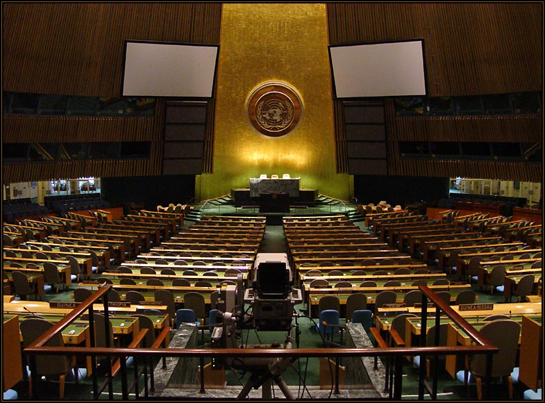 YK:n yleiskokouksen istuntosali lääkäri-Suomen päänäyttämö. Kuva: Wikipedia