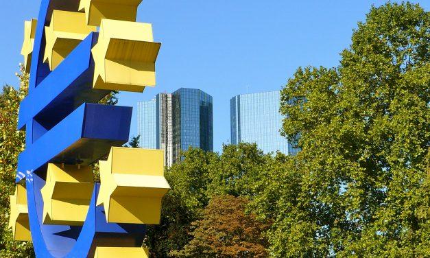 Euro on politiikkaa ja taloutta