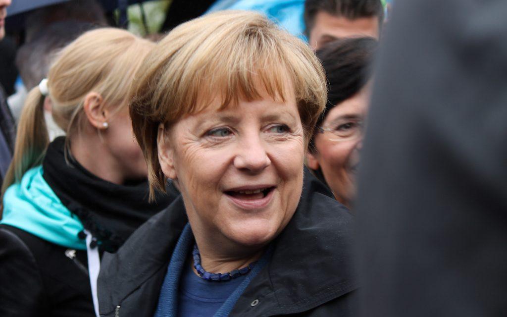 VIERASKYNÄ: Kohti kansainvälistä vastuunkantoa? Merkel muuttamassa Saksan suuntaa
