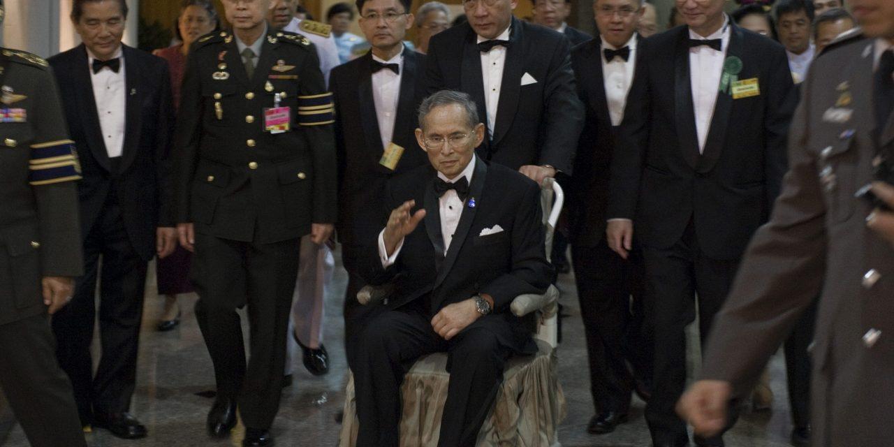 Thaimaan kuningas on kuollut – luvassa navakkaa tai kohtalaista poliittista tuulta