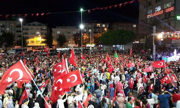 Turkin vallankaappausyritys yllätti suomalaisen median housut kintuissa