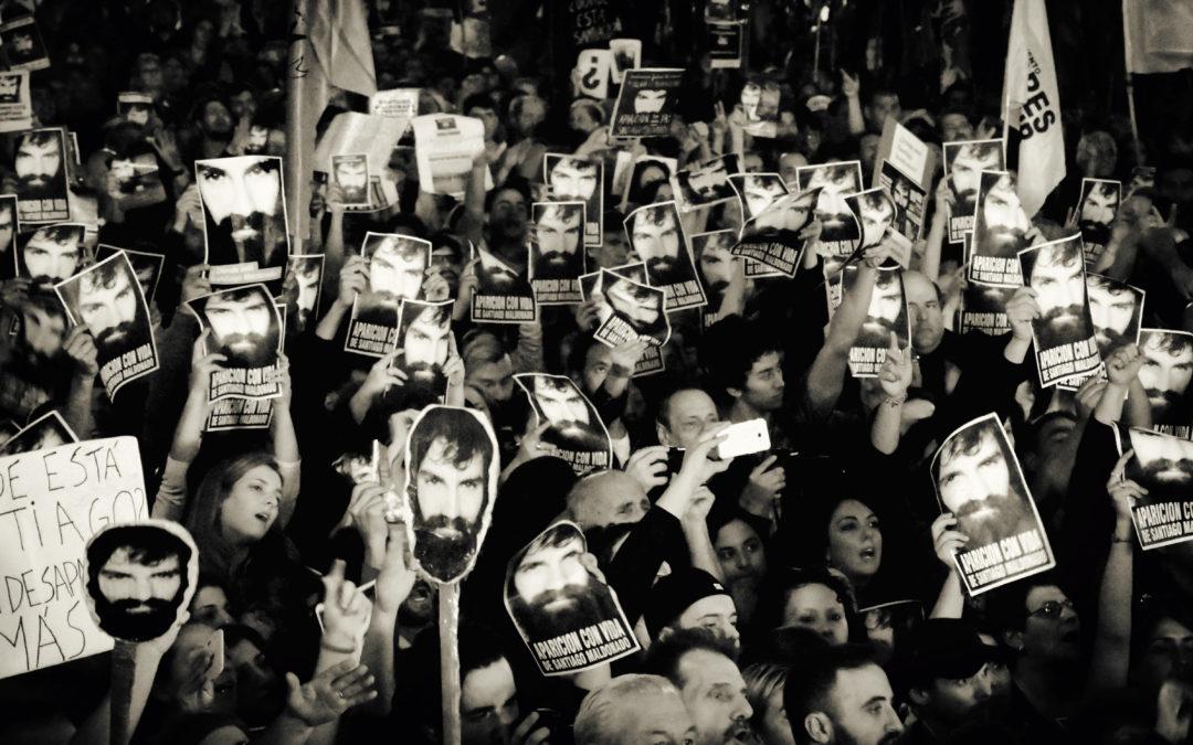 Aktivisti Santiago Maldonadon kuolintapaus ravistelee Argentiinaa kuukausien jälkeenkin