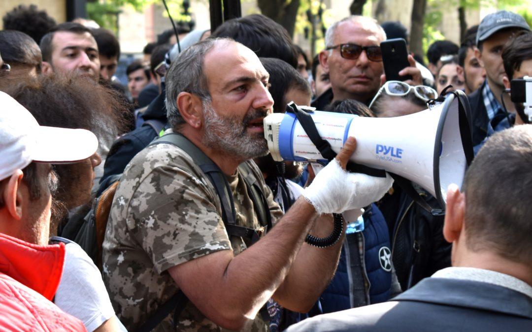 Vuoristo-Karabahin konfliktin hauras tasapaino horjuu vallankumouksen tuulissa