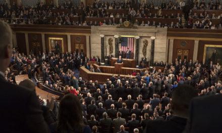 Äärimmilleen ääripäistynyt maa – Yhdysvalloissa käydään vaalitaistoon hyökkäysasemista