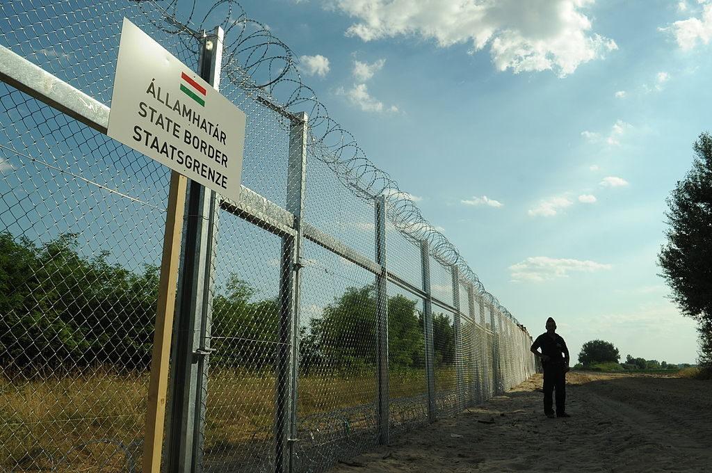 Unkarin ja Serbian raja-aita