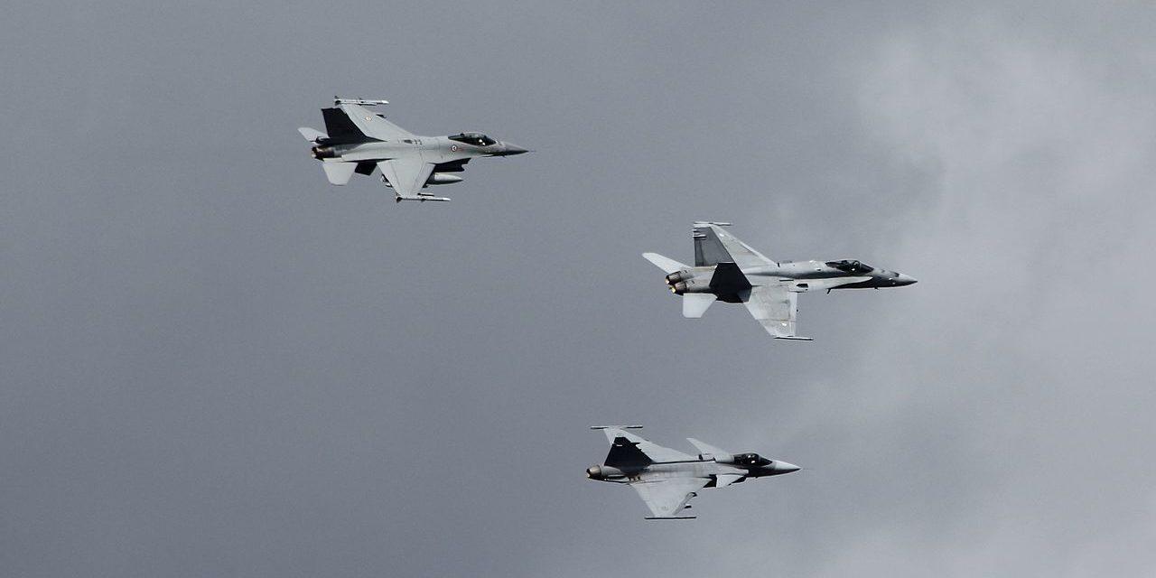 Hävittäjähankinnoissa suorituskykyvaatimukset limittyvät turvallisuuspoliittisiin laskelmiin Suomelle sopivista kumppaneista