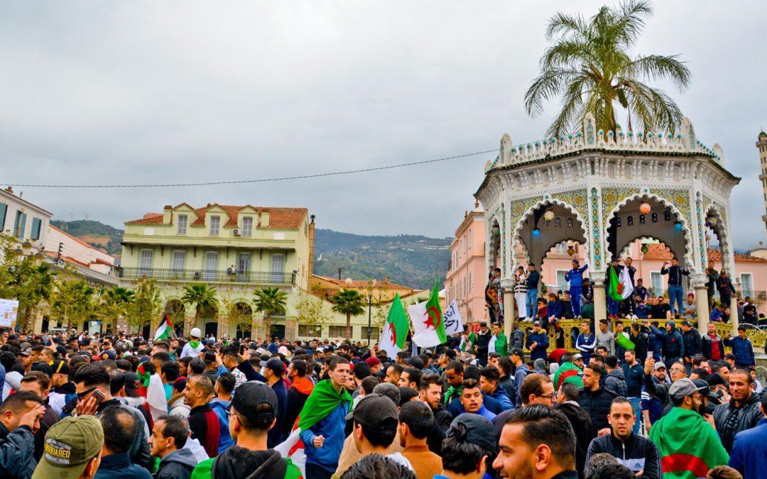 Kansa antoi lähtöpassit itsenäisen Algerian grand old manille