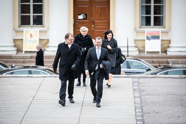 Suomi profiloituu konfliktinratkaisun suurmaana, mutta rauhantyöstä on leikattu viime vuosina tuntuvasti – Kuinka käy ensi vaalikaudella? Puolueet vastasivat 3 kysymykseen
